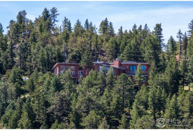 49-cliffhanger20-640x430 Close In Mountain Home with Views